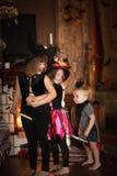 姐妹有笤帚的女孩巫婆 万圣节 免版税库存照片