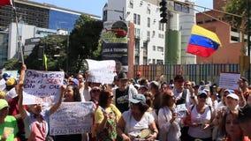 委内瑞拉反对会集在一次惊人的大型集会期间反对马度洛政府支持胡安Guaido在查考海峡Distri 股票录像
