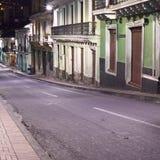 委内瑞拉街在市中心在晚上在基多,厄瓜多尔 免版税库存图片