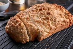 委员会用啤酒面包鲜美大面包  免版税库存图片
