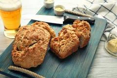 委员会用啤酒面包鲜美大面包  图库摄影