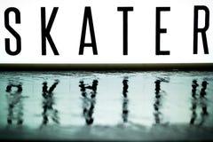 委员会的光显示词组溜冰者 免版税库存照片