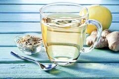 姜柠檬茶杯 免版税库存照片