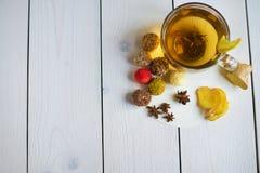 姜茶用柠檬糖果 免版税库存图片