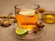 姜茶近景在玻璃的 免版税库存图片