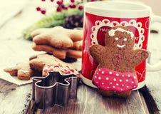 姜饼人圣诞节coockies和装饰 库存图片