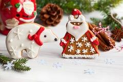 姜饼圣诞老人和北极熊 库存照片