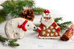 姜饼圣诞老人和北极熊 库存图片