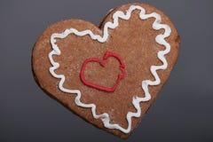 姜饼圣诞节心脏曲奇饼。 皇族释放例证