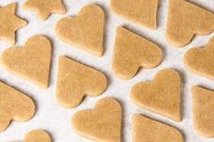 姜饼干的面团 星形和重点 库存照片