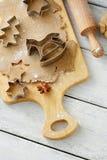 姜饼曲奇饼和香料 库存照片