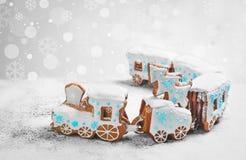 姜饼曲奇饼以形式圣诞节火车 库存图片