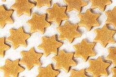 姜饼曲奇饼 模板星号 准备可口点心 图库摄影