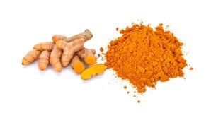 姜黄根和姜黄粉末在白色背景 库存图片