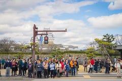 姬路城堡拥挤游人infront  免版税库存照片