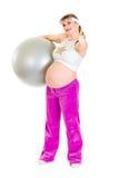 姿态怀孕的显示的微笑的赞许妇女 库存图片