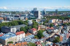 威严的晚上都市风景  从圣奥拉夫教会的钟楼的看法  塔林 爱沙尼亚 库存照片