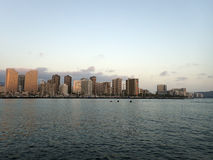 威基基地平线日落或黄昏的与游艇和小船在Al 库存图片