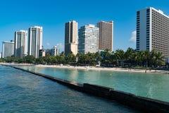威基基海滩是海滩恋人的一个天堂 免版税库存图片