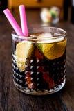 威士忌酒与石灰和冰的可乐鸡尾酒 古巴libre 免版税库存图片