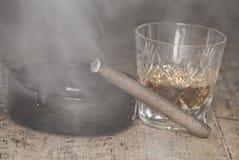 威士忌酒和雪茄 图库摄影