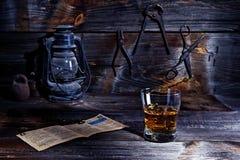威士忌酒在老车间 库存照片