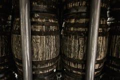 威士忌酒或酒的老木桶 免版税库存照片