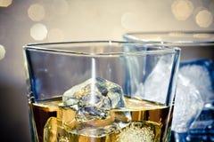 威士忌酒玻璃特写镜头  库存照片
