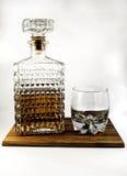 威士忌酒玻璃水瓶和玻璃 免版税库存照片