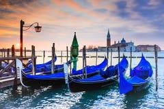 威尼斯、意大利-长平底船和大运河 库存照片