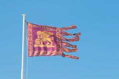 威尼斯共和国的旗子在风挥动 免版税库存照片