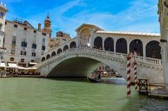 威尼斯大石桥的桥梁在夏天 免版税库存照片