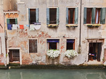 威尼斯家Windows运河 免版税库存照片