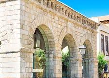 威尼斯式凉廊的老大厦在Rethymnon,克利特 免版税库存照片