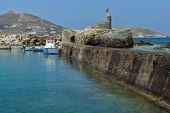 威尼斯式堡垒在Naousa镇,帕罗斯岛海岛,基克拉泽斯 库存照片