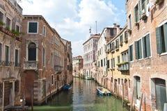 威尼斯式小街道 库存照片