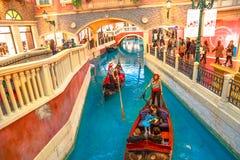 威尼斯式澳门的平底船的船夫 库存图片