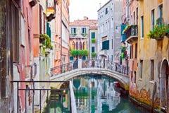 威尼斯式的运河 免版税库存照片