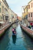 威尼斯式运河的长平底船 库存照片