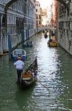 威尼斯式长平底船的浏览 免版税库存照片