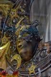 威尼斯式面具在纪念品店的待售 免版税图库摄影