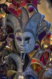 威尼斯式面具在纪念品店的待售 库存照片