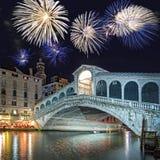 威尼斯意大利,在Rialto桥梁的烟花 免版税库存图片