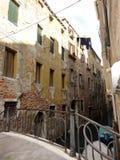 威尼斯桥梁和建筑学 免版税库存图片