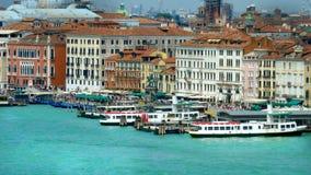 威尼斯河公共汽车站 免版税库存照片