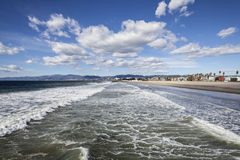 威尼斯海滩冬天海浪 免版税图库摄影