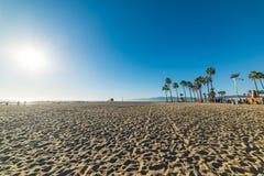 威尼斯海滩的人们在日落 库存照片