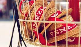 从威尼斯的纪念品帽子 免版税库存照片