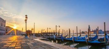 威尼斯看法有长平底船的在日出 免版税图库摄影