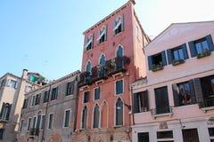 威尼斯美丽的旅游业射击在显示大厦运河和老威尼斯式建筑学的意大利 库存照片
